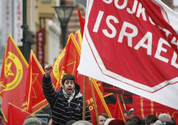 http://www.jpost.com/Arab-Israeli-Conflict/Protesters-in-Malmo-chant-slaughter-the-Jews-427534