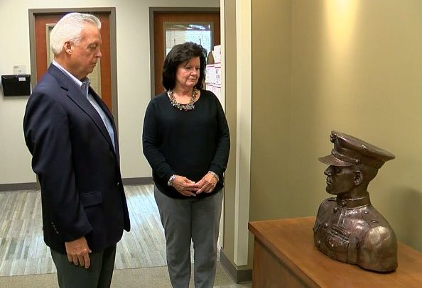 L-R: Johnny Spann Sr and Gail Spann at the unveiling of Mike Spann's bronze bust. (Source: WBRC video)