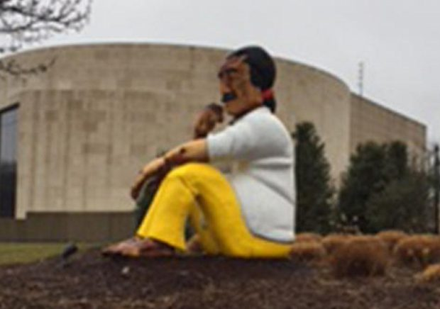 http://media.nbcwashington.com/images/652*367/Leonard+Peltier+Statue+at+American+University.jpg