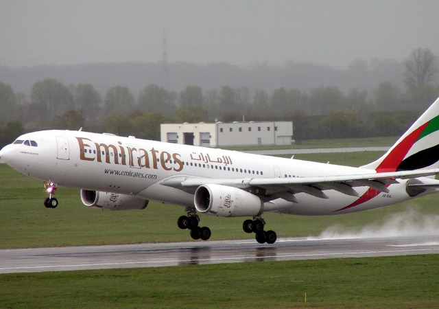 https://commons.wikimedia.org/wiki/File:Airbus_A330-200_Emirates_A6-EAL.jpg