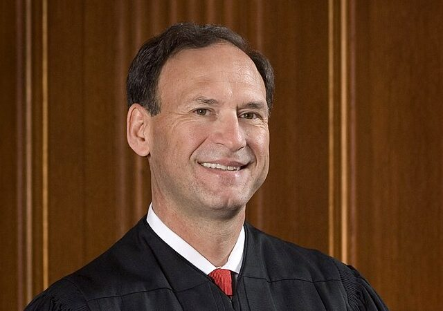 https://upload.wikimedia.org/wikipedia/commons/thumb/a/ac/Samuel_Alito_official_photo.jpg/819px-Samuel_Alito_official_photo.jpg -- Public Domain